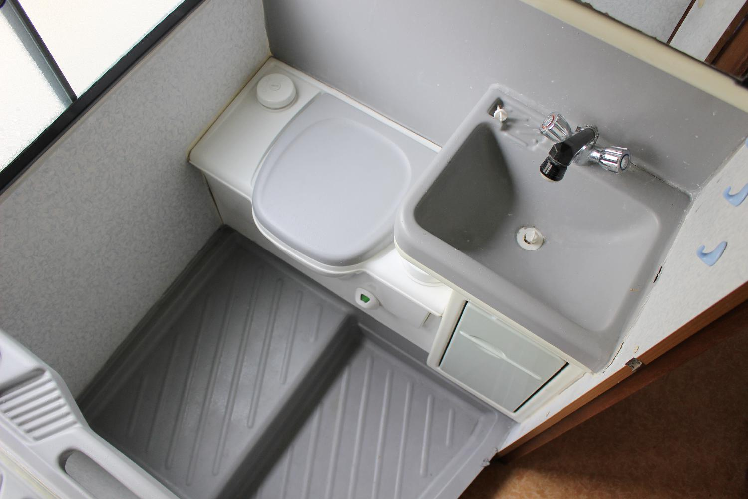 Des toilettes s ches en camping car for Amenagement salle de bain camping car
